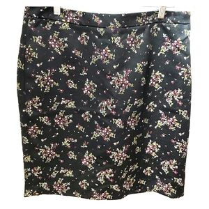Loft - Black satin and « embroidery » skirt